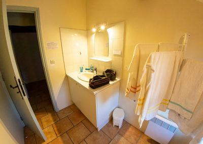 Salle d'eau du gîte Le Figuier du Domaine de l'Astic en Ardèche