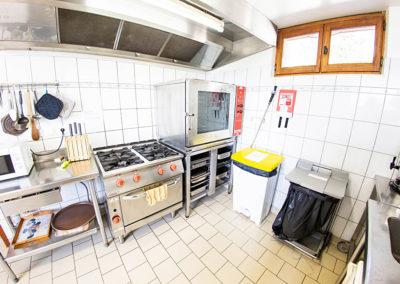 Cuisine professionnelle du Gîte Les 3 Eaux au Domaine de l'Astic en Ardèche