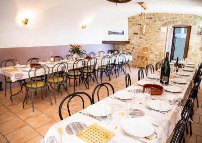 La salle à manger du Gîte Les 3 Eaux au Domaine de l'Astic en Ardèche