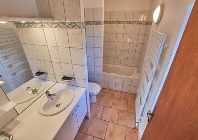 Salle de bain du Gîte Les 3 Eaux au Domaine de l'Astic en Ardèche
