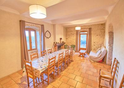 La salle à manger du gîte Le Palmier au Domaine de l'Astic en Ardèche